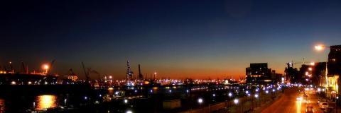 port hambourg dans la nuit